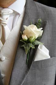 Hjælp til at komme i kjolen/dresset på selve dagen hos Lykke & velvære I Helsingør Nordsjælland